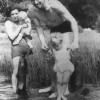 August Landmesser Juni 1938 mit Irma Eckler und Kindern (unbekannt/Irene Eckler: Die Vormundschaftakte, Schwetzingen 1996)