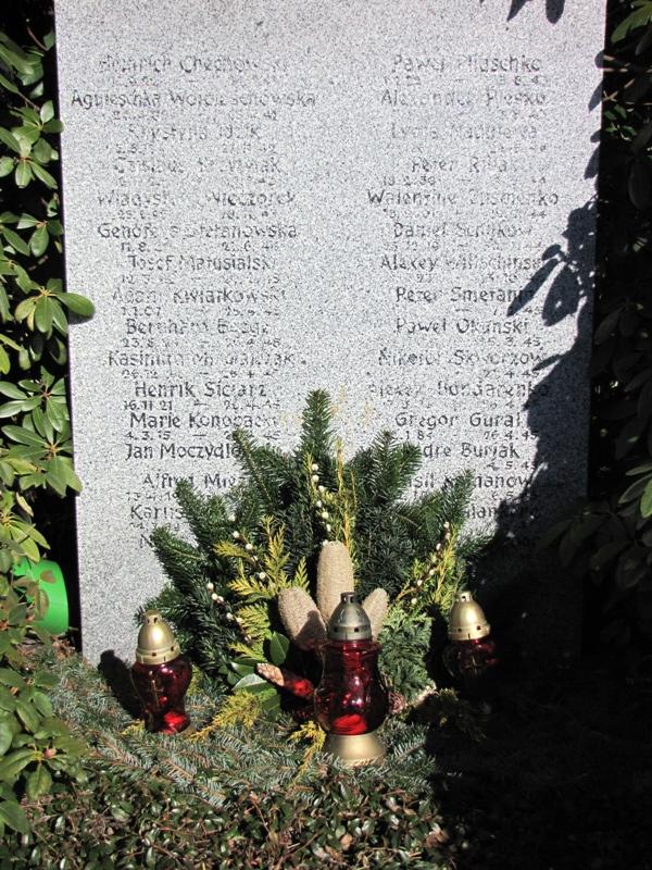 """Gedenkstein der """"Kriegsgräber """"Ost"""" """""""