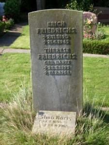 Erich P.J. Friedrichs, Helgoländer Widerständler, Grabstein Helgoländer Friedhof (Foto A. Friederichs)