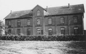 Alsenkaserne 1950 Rückseite (Plata, Michael: Ortsgeschichte Moorrege, Moorrege 2012)